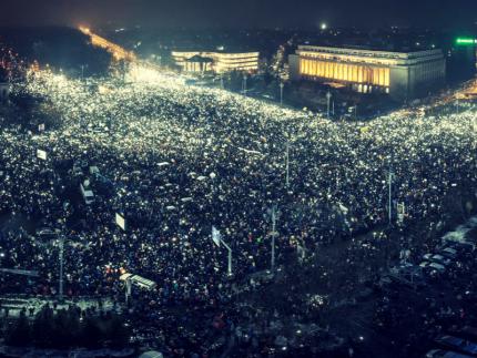 Protestul celor 500.000 de lumini • Corcodus.ro